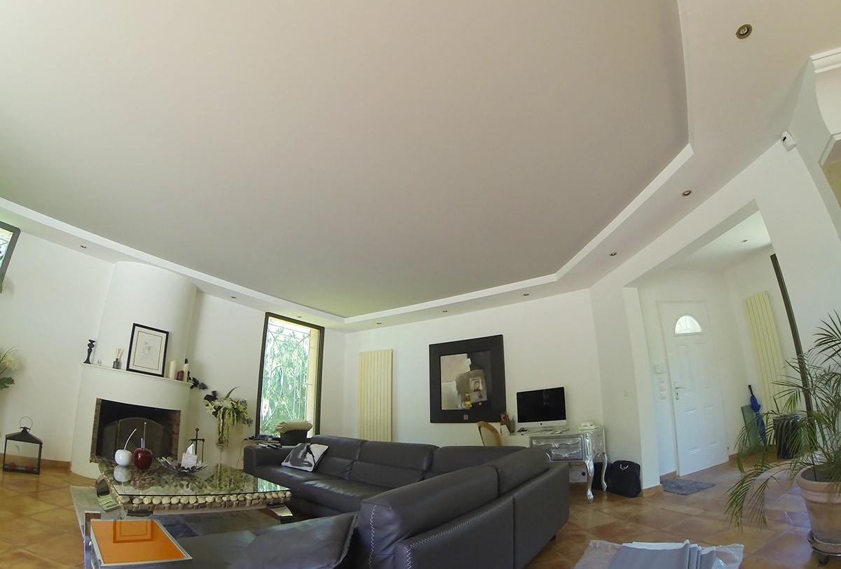 Traitement acoustique sur plafond tendu.