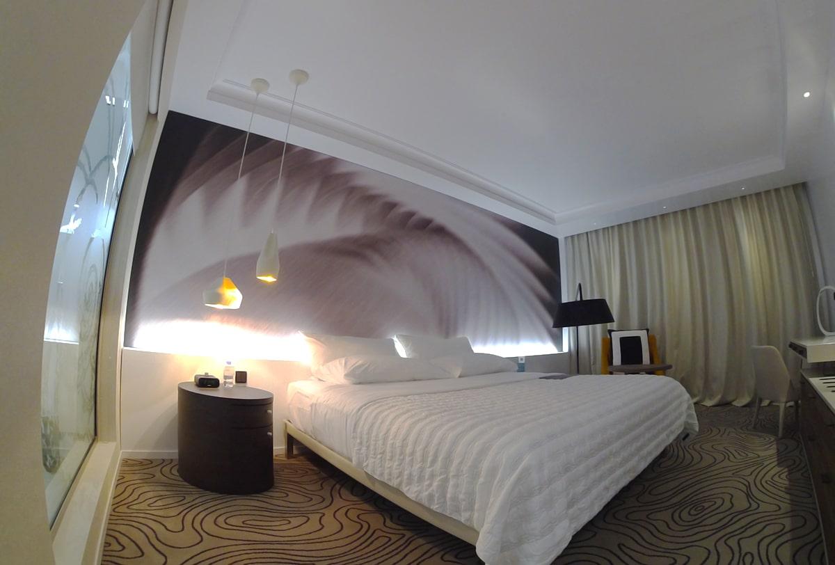 Décoration murale imprimée dans un hôtel.